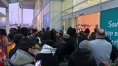 Лондон,  люди ломятся в магаз.mp4