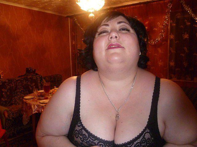 знакомства для фото толстая женщина старая