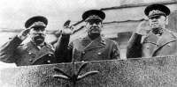 Сталин на параде.jpg