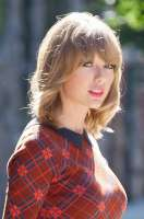 taylor-swift-out-in-new-york-140821.jpg
