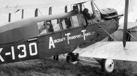 190823175418-first-scheduled-intl-flight-1919-2[1].jpg