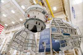 2019.12.01Orion moving to HFS thermal cage15.jpg