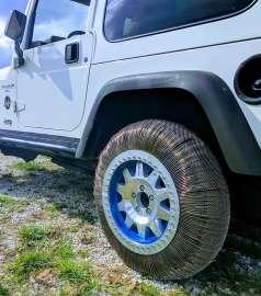 GRCimageLEW-TOPS-99SMA-Tire-Jeep690x780-300dpi.jpg