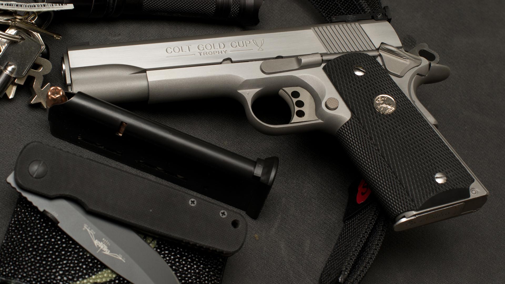 Автомат, нож и пистолет  № 3465026 загрузить